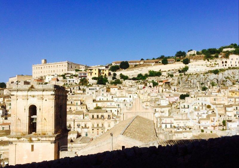 Voir dans le quartier piétonnier Cartellone, avec Terrazza Barocca en face de la cathédrale!