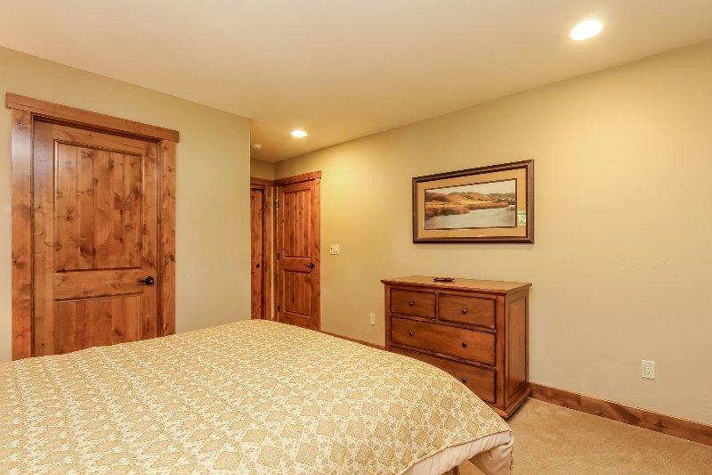 Escalera Chalet 15 - Primera habitación de invitados cama de matrimonio