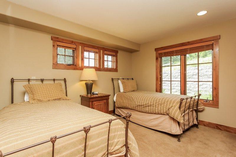 Escalera Chalet 15 - Segundo dormitorio de invitados con dos camas gemelas