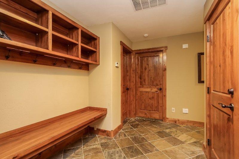 Escalera Chalet 15 - Sala de barro