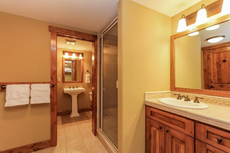 Escalera Chalet 15 - Baño de invitados