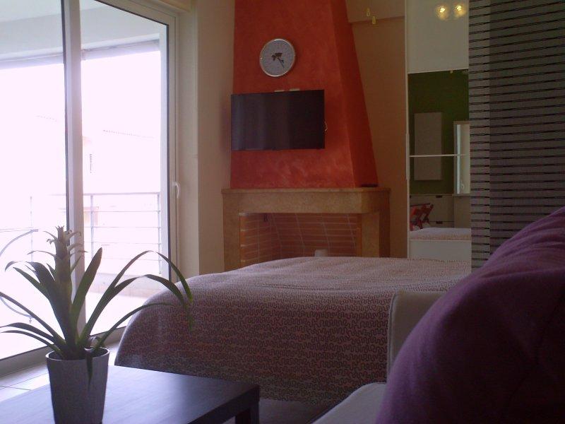RAFINA LUXURY STUDIO NEAR THE SEA, vacation rental in Rafina