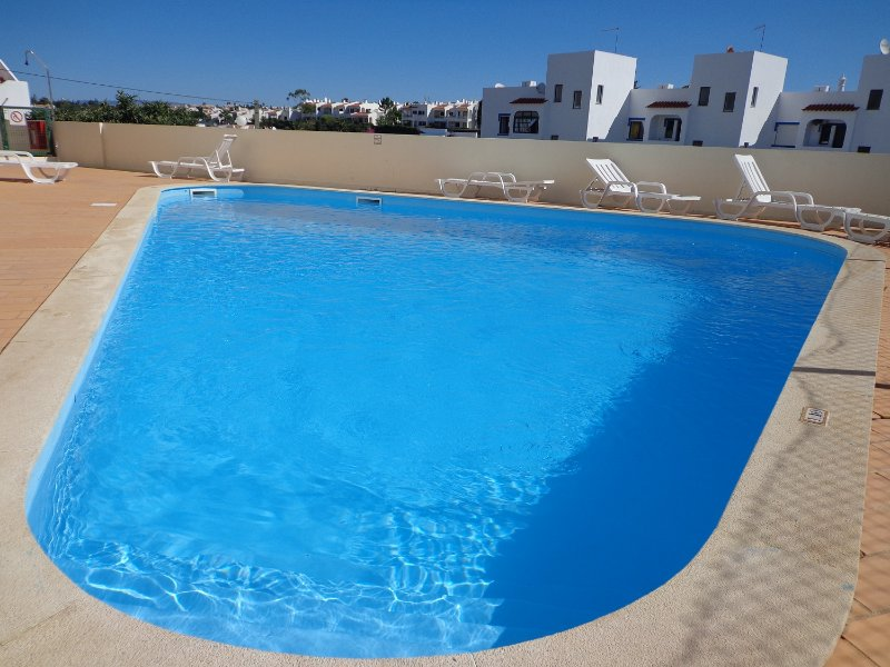 Apartment 2 bedroom with pool, holiday rental in Carvoeiro