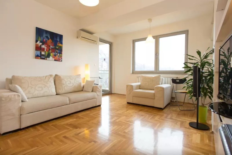Living room - manually controlled AC and heating for maximum comfort