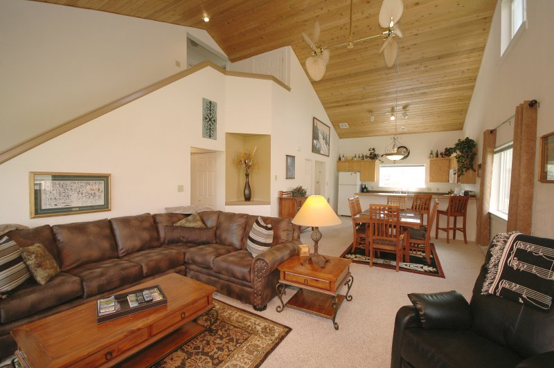 Vaulted ceilings. Spacious.  Lots of room to entertain and enjoy while vacationing in Big Sky!