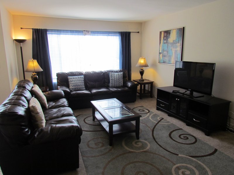 Walk to Rodeo Drive, Up to 8 People!, holiday rental in Beverly Hills