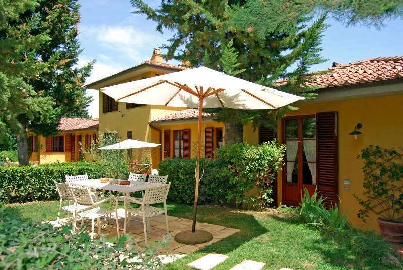 Holiday House Chianti Florence Sienna with pool, aluguéis de temporada em Barberino Val d'Elsa