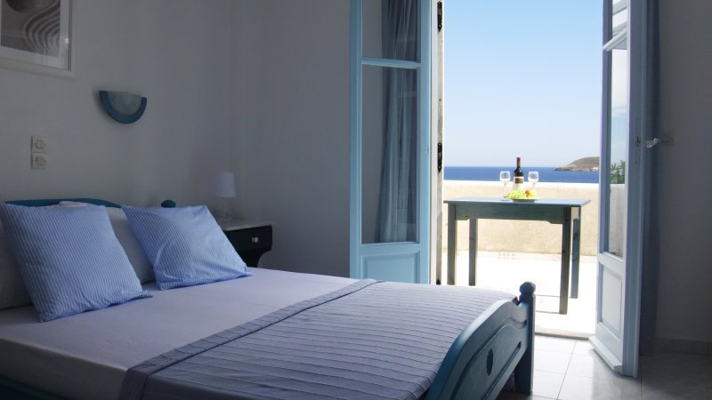 Blue and Sea Deluxe Apartment Sea View, vacation rental in Nea Chryssi Akti