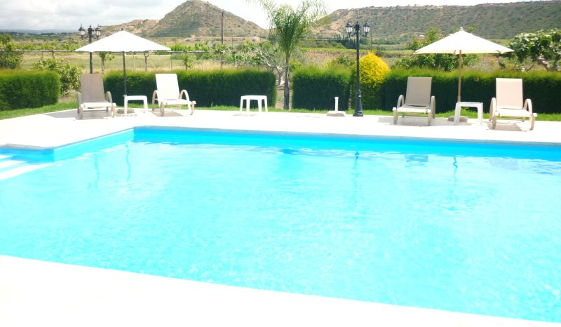 HIMONAS APARTMENTS PISSOURI BAY 3-BEDROOM, holiday rental in Avdimou