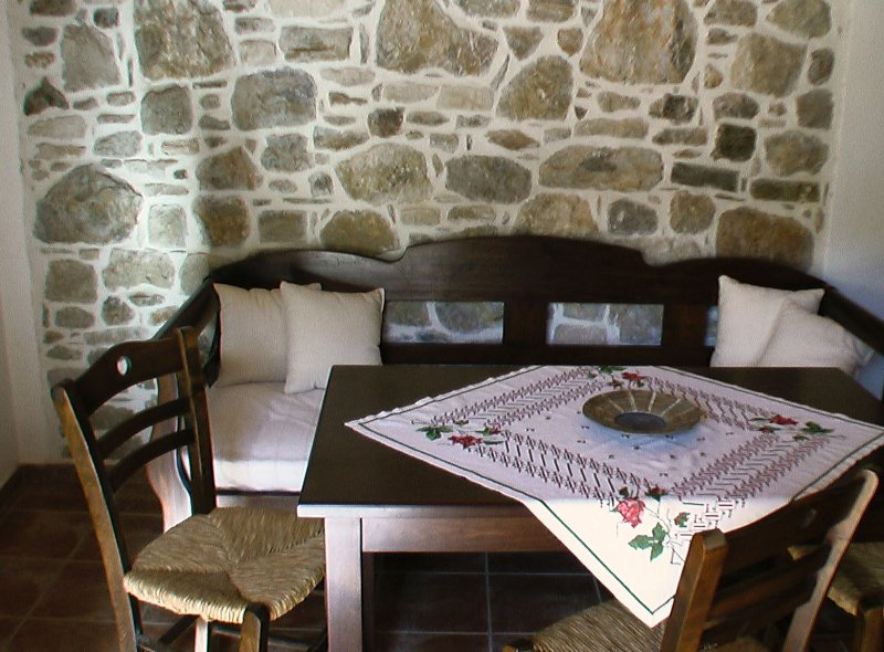Ksa Sou Guesthouse 2 Caracterised preserved property ideal for nature lovers, holiday rental in Listaros