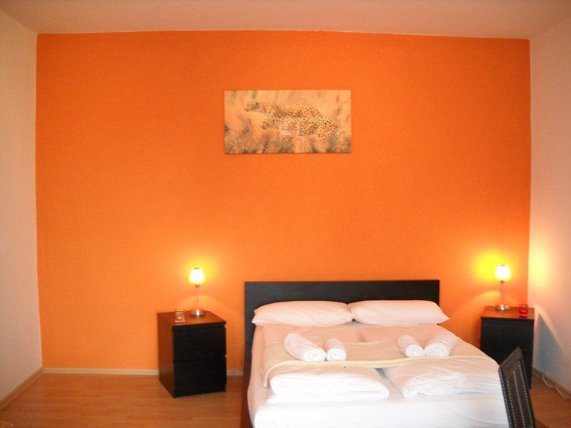 ORANGE APARTMENT, Ferienwohnung in Hennigsdorf