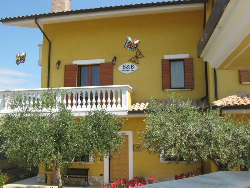 B&B MARIPOSA, holiday rental in Loreto Aprutino