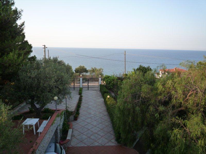 Appartamento GIRASOLE a 300 mt dal mare con veduta e wifi
