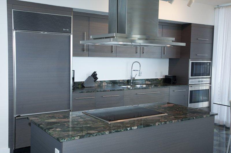 SubZero fridge/freezer, German bosc diswasher...all appliances are top-notch