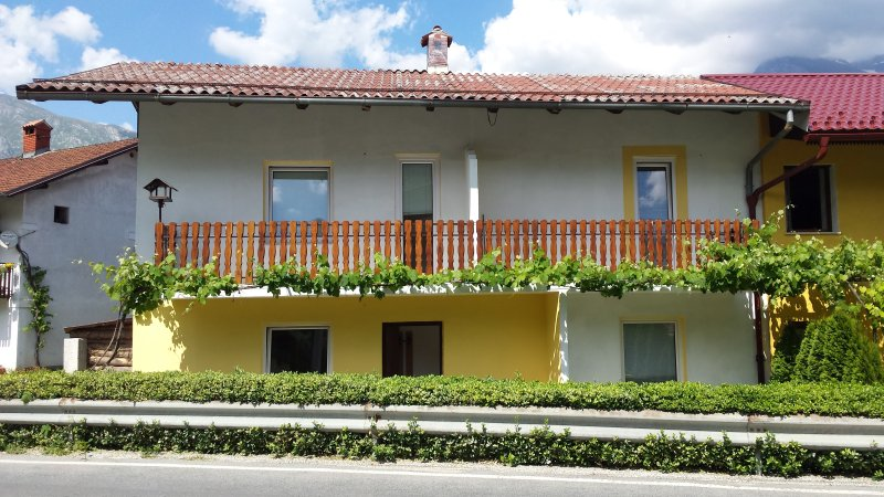 Apartment with astonishing view, vacation rental in Stregna