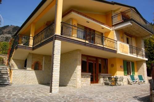 Villa Arianna piano terra, Ferienwohnung in Gardola