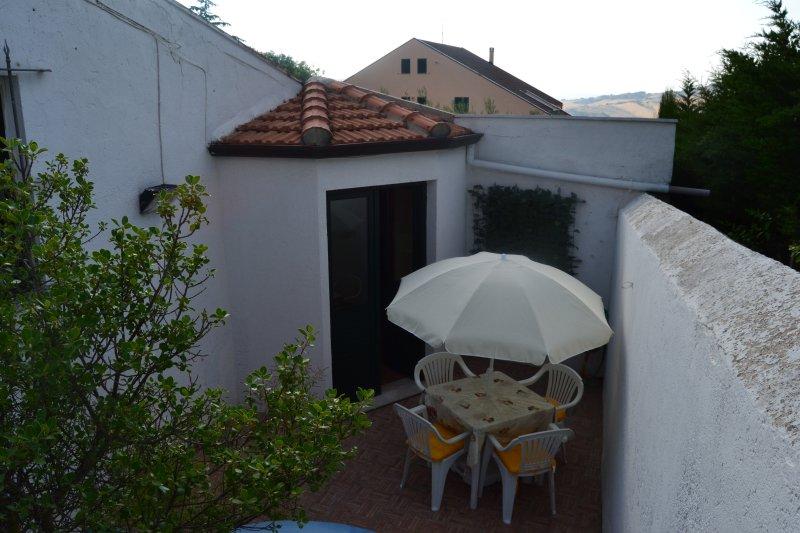 CASA SINGOLA BY LAGO DI PERGUSA X 4 PERSONE, holiday rental in San Nicola