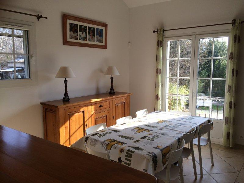 Le Gîte des Senteurs 'Les Arlésiennes', casa vacanza a Mas-Blanc-des-Alpilles