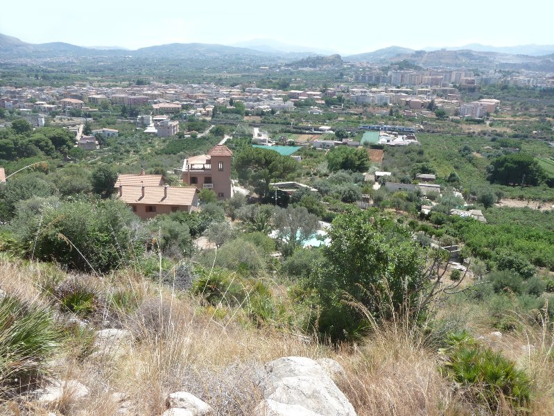 Uitzicht op de villa en het omliggende platteland van het natuurreservaat van Monte Catalfano