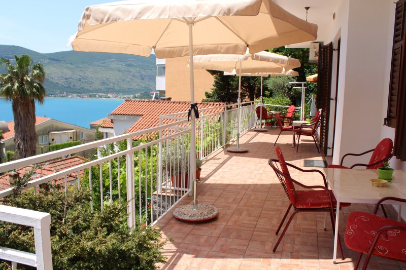 Guest House Tomanovic / Studio-apartment for 2, alquiler vacacional en Njivice