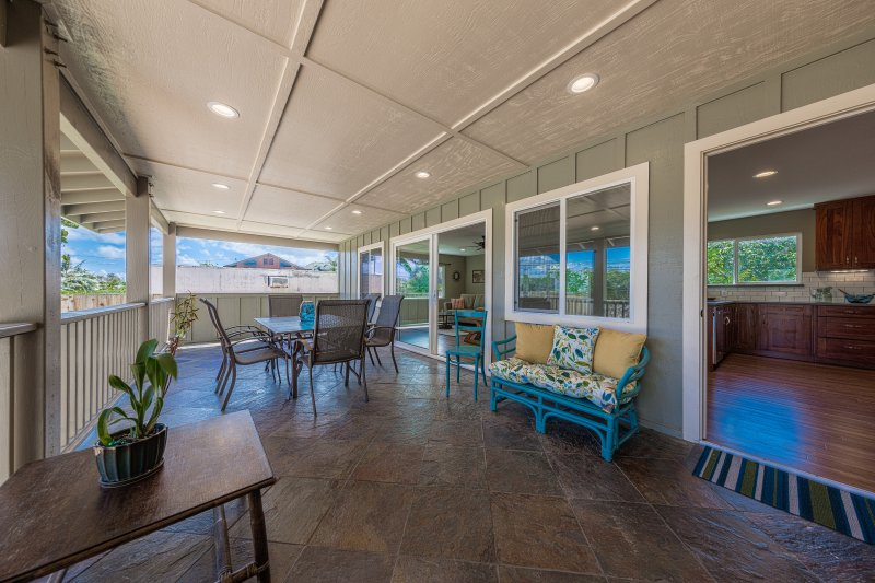 Large covered lanai