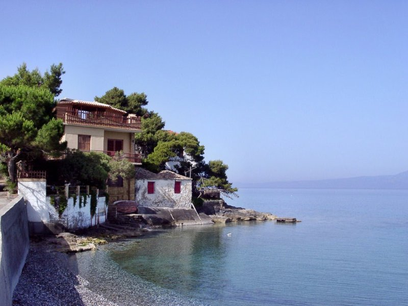 Traditional house over the sea wave,Mikri Mantinia, vacation rental in Kalamata
