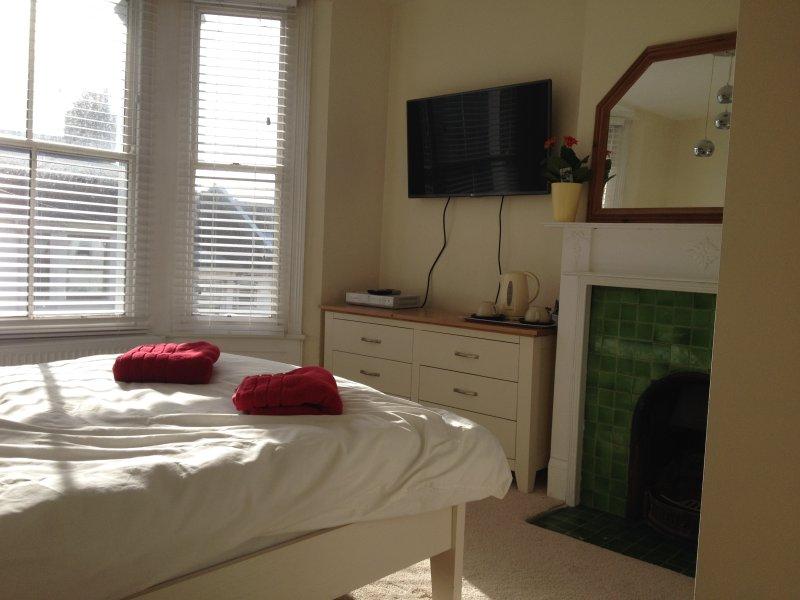 DELIGHTFUL PRIVATE BATH AND BREAKFAST 2, casa vacanza a Brighton