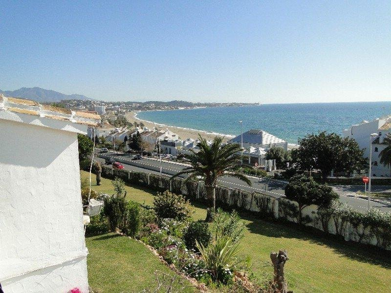 Townhouse in gated complex . Quiet area but only 2 minutes walk from bars restaurants shops + beach