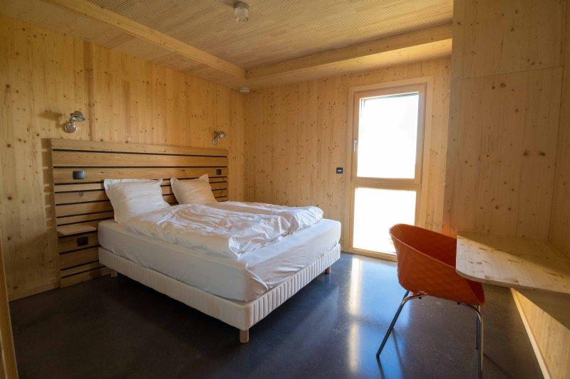 1 bedroom ground floor, accessible PMR, bathroom and WC