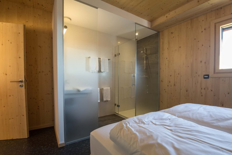 4 bedroom, bed 160x200, private shower 90x90cm bathroom