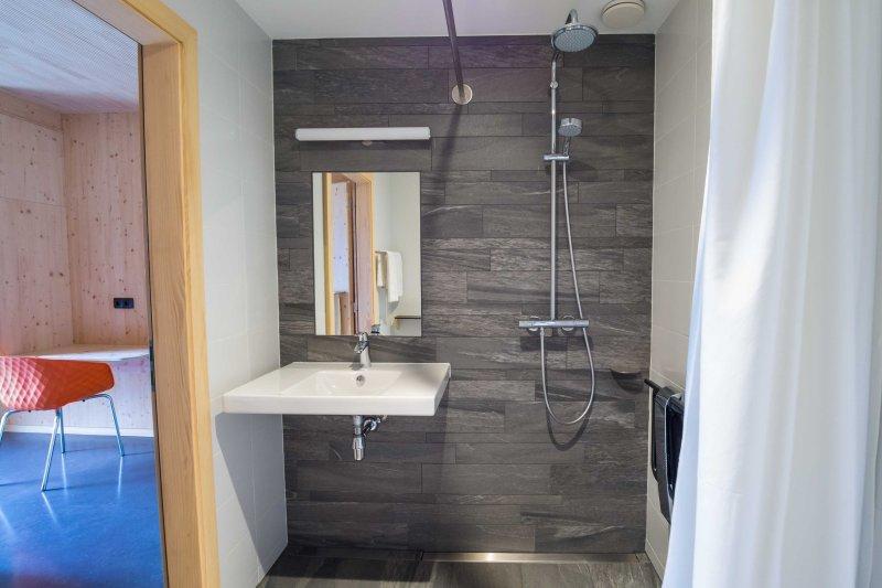 Be room bath room 1
