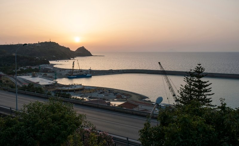 La vista sulla costa di San Gregorio e  sul porto(fine costruzione giugno 201/