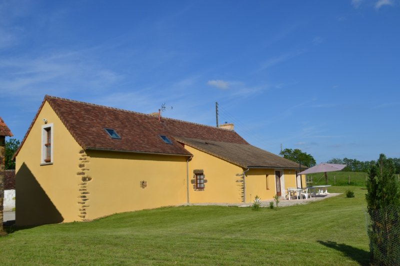 Holiday cottage near Le Mans, holiday rental in Domfront-en-Champagne