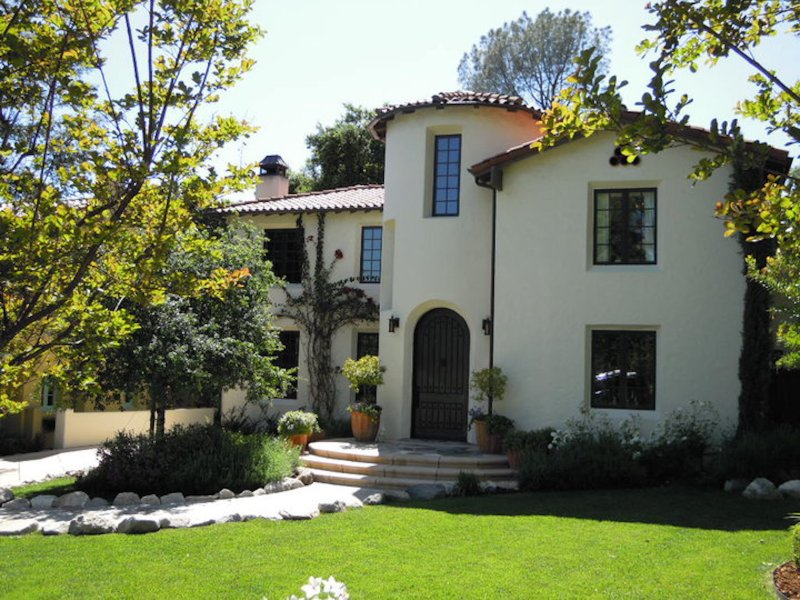 New Custom Built Mediterranean Villa, vacation rental in Altadena