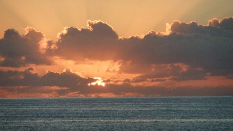 Salida del sol sobre el Mar de Cortés