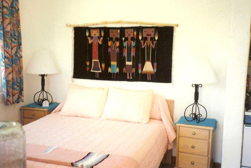 dormitorio de la reina, con patio privado amurallado y el clima cálido aire acondicionado durante la noche opcional.