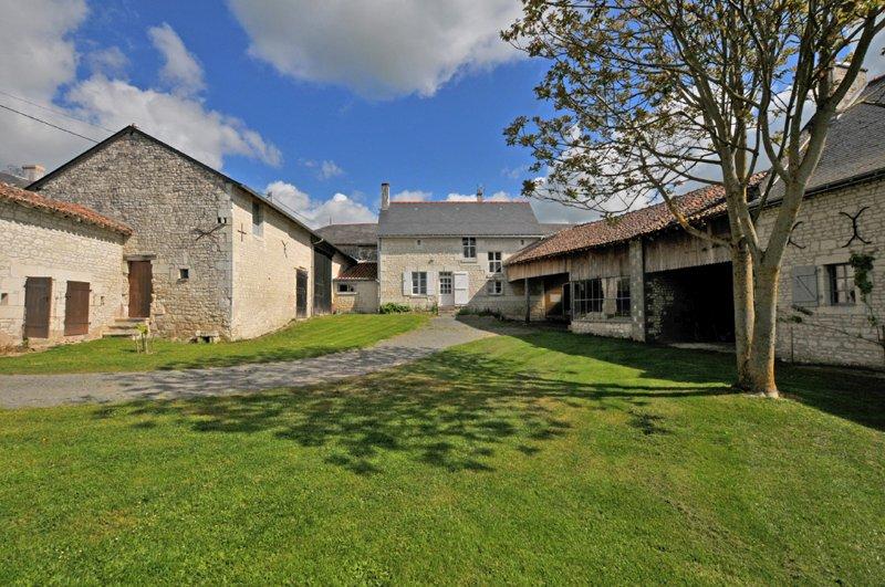 Gîte  Guimapé 3 étoiles.   Chinon, Visite châteaux,route des vins ,et campagne., holiday rental in Chinon
