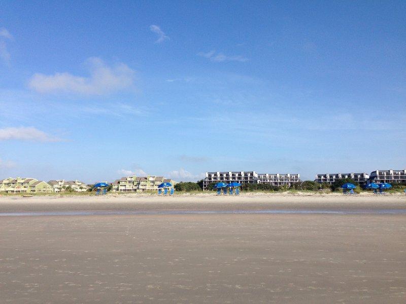 Vista desde la playa durante la marea baja, estamos en mejores, la parte más profunda de la playa, un montón de arena todo el tiempo
