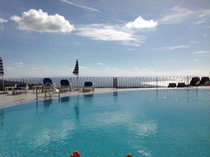 Affittasi appartamento con piscina t03, holiday rental in Paduledda