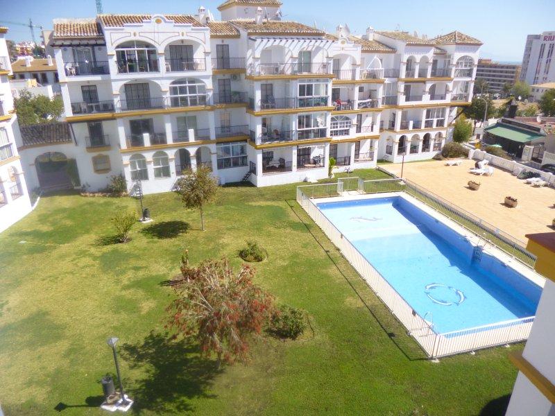 Beachside apartment 100m to beach/port, vacation rental in Torremolinos