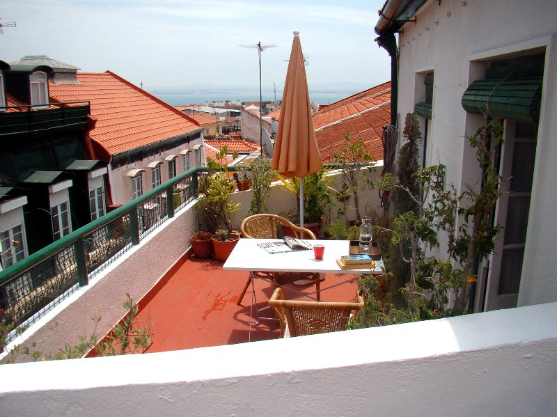 "Relaxing apartment in the most ""IN"" Lisbon quarter, alquiler vacacional en Lisboa"