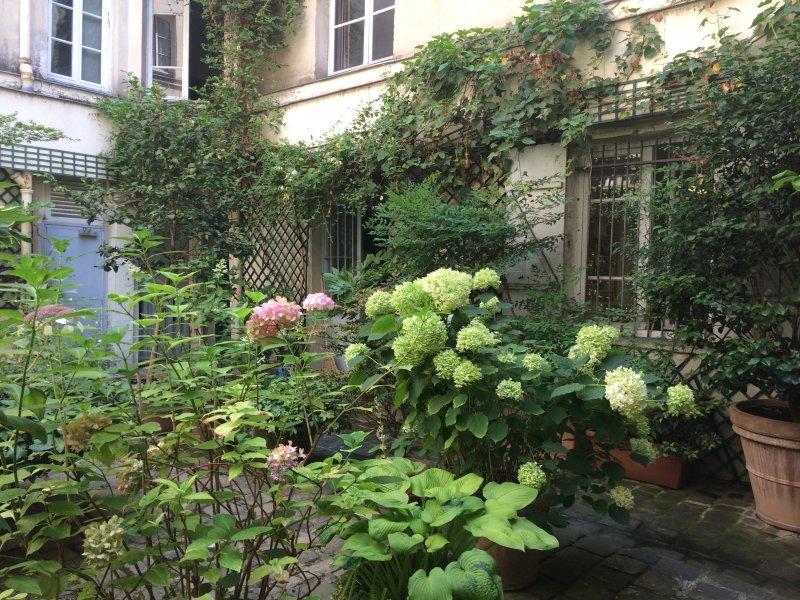 Local de charme sur cour arborée, vacation rental in Malakoff