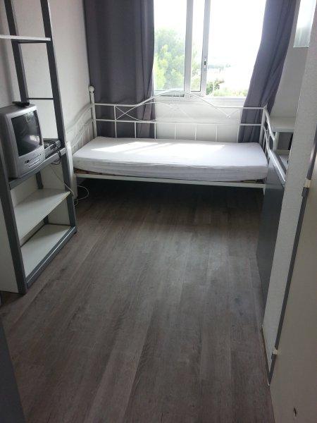 loue studio meublé à Nimes, holiday rental in Milhaud