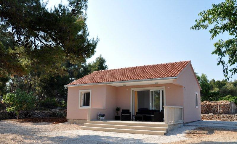 Beach house Ivan-a, vacation rental in Supetar