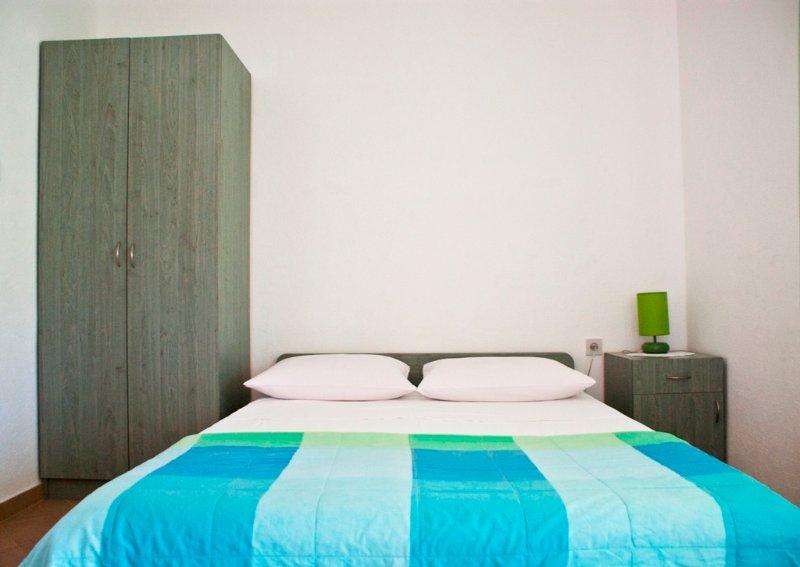 PAKOSTANE, STUDIO APARTMENT FOR 3p, WI-FI (A3), holiday rental in Pakostane