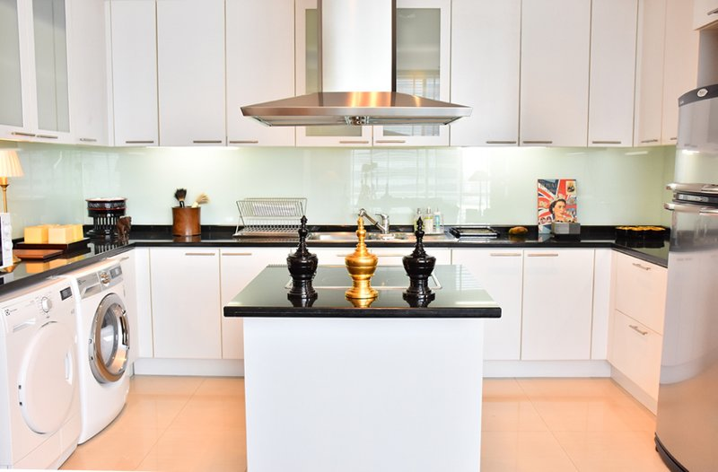 Cocina equipada con lavavajillas, lavadora, horno, microondas, Hervidor & amp; Tostadora