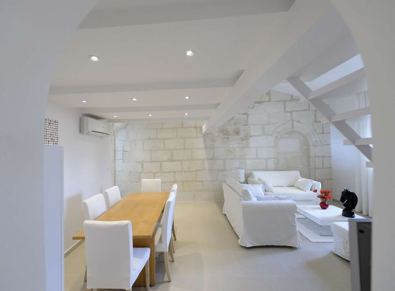Loft en duplex dans un Hôtel Particulier, vacation rental in Fourques