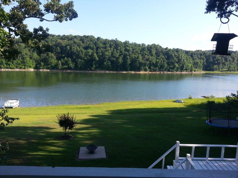 Beaver Lake é mais de 60 milhas de comprimento e tem 500 milhas da costa .... e você está a poucos passos de distância!