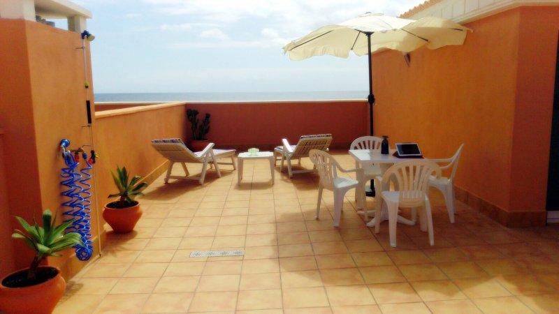 Casa Gaia—WIFI POTENTE—Ideal para teletrabajo—Impresionantes vistas al océano, holiday rental in El Cotillo
