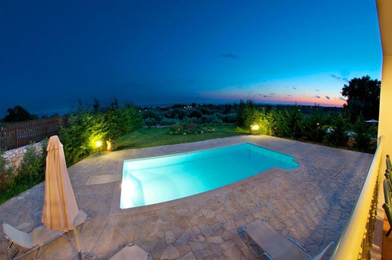 Villa with pool and wonderful sea view!, aluguéis de temporada em Keramiai